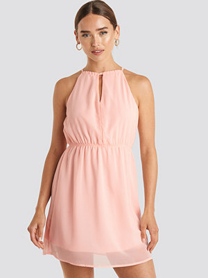 NA-KD Party Halterneck Chiffon Mini Dress rosa