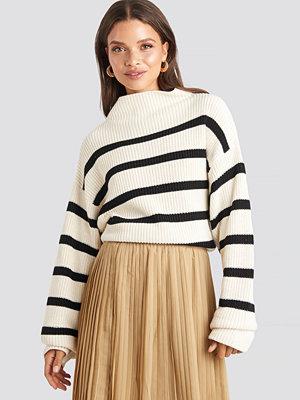 NA-KD High Neck Striped Knitted Sweater vit