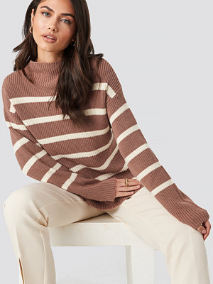 NA-KD High Neck Striped Knitted Sweater rosa