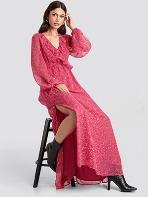 Nicole Mazzocato x NA-KD Overlap Frill Dress rosa