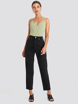 NA-KD Trend Straight Jeans svart