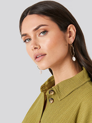 NA-KD Accessories smycke Uneven Wire Pearl Drop Earrings guld