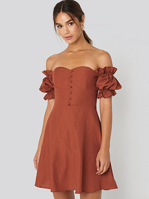 Trendyol Off Shoulder Button Detailed Mini Dress brun