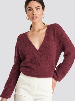 NA-KD V-Neck Overlap Knitted Sweater röd