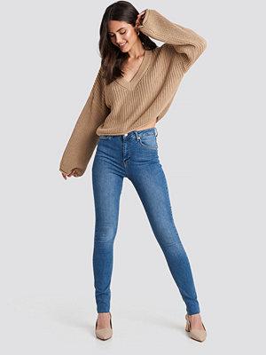 NA-KD Skinny High Waist Raw Hem Jeans Tall blå