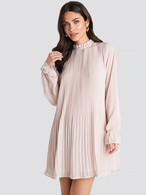 NA-KD Mini Pleated Dress lila beige