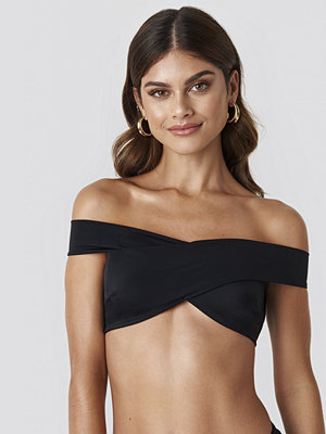 Gerda x NA-KD Wide V Neck Bikini Top svart