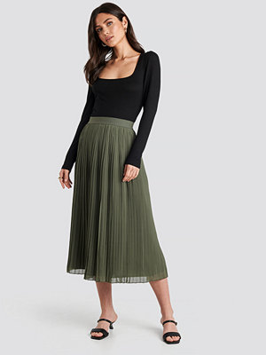 NA-KD Pleated Long Skirt grön