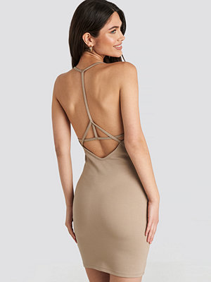 NA-KD Party Deep Cross Back Dress beige