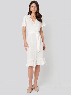NA-KD Boho Smocked Shoulder Belted Frill Dress vit