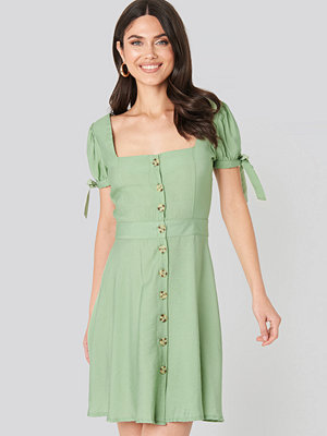 Trendyol Front Button Knot Detailed Dress grön