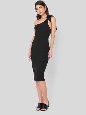 Trendyol Bow Back Detailed Midi dress svart