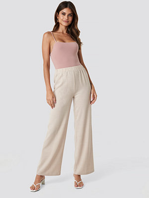 NA-KD omönstrade byxor Structured Wide Pants beige