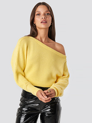 NA-KD Off Shoulder Knitted Sweater gul
