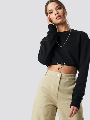 Ivana Santacruz x NA-KD Drawstring Sweatshirt svart