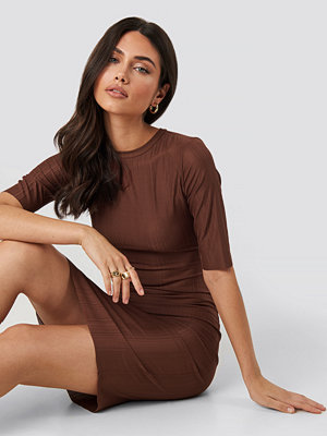 NA-KD Structured Midi Dress röd