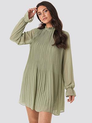 NA-KD Mini Pleated Dress grön