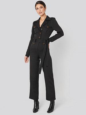 NA-KD Trend Front Pocket Tied Waist Jumpsuit svart