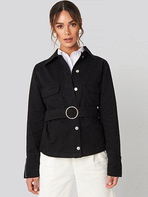 Hanna Weig x NA-KD Button Down Belted Jacket svart