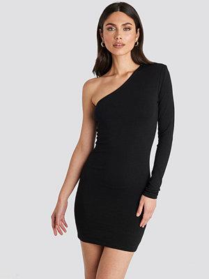 NA-KD Party Padded One Shoulder Dress svart