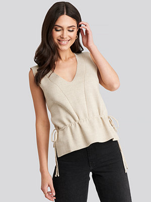 Trendyol V-Neck Sleeveless Top beige