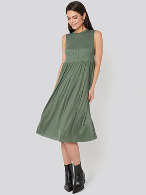Trendyol Guipure Shirred Midi Dress grön
