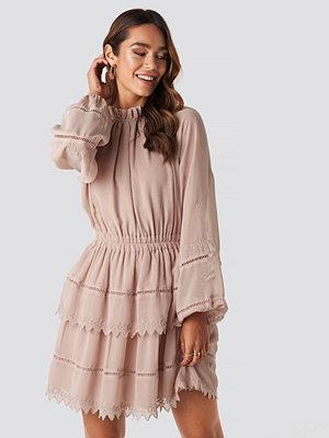 NA-KD Boho Embroidery Mini Dress rosa