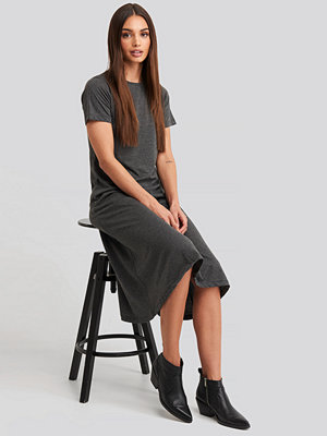 Trendyol Short Sleeve Knitted Midi Dress grå