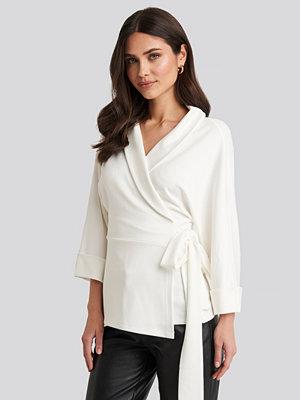 NA-KD Trend Belted Wrap Lounge Jacket vit