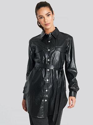 NA-KD Trend Pu Shirt Jacket svart