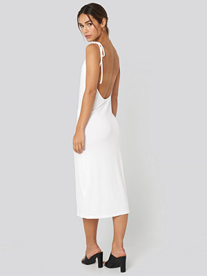 NA-KD Open Back Shift Midi Dress vit