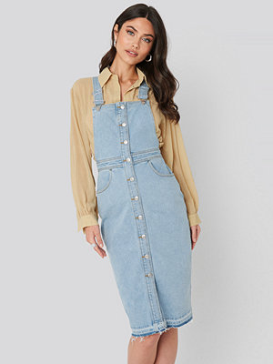 NA-KD Open Hem Denim Midi Dress blå