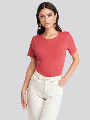 T-shirts - NA-KD Basic Bas-T-Shirt röd