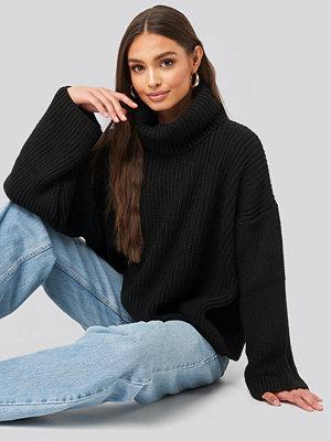 NA-KD Oversized High Neck Knitted Sweater svart