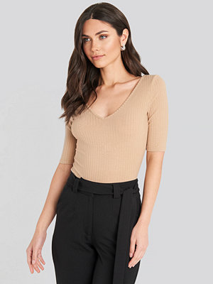 NA-KD Basic Ribbed Short Sleeve V-neck Top beige
