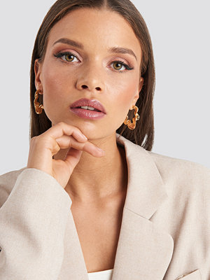 Emilie Briting x NA-KD smycke Structure Earrings guld