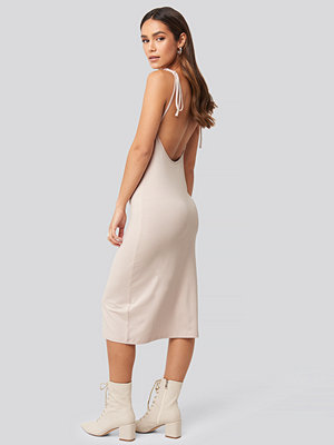 NA-KD Open Back Shift Midi Dress rosa