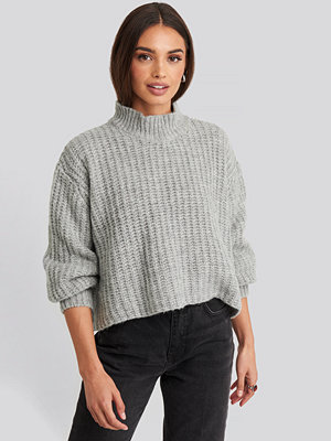 Trendyol Volume Sleeve Cropped Knitted Sweater grå