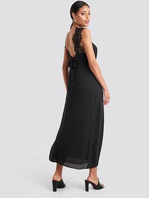NA-KD Party Thin Strap Lace Back Dress svart