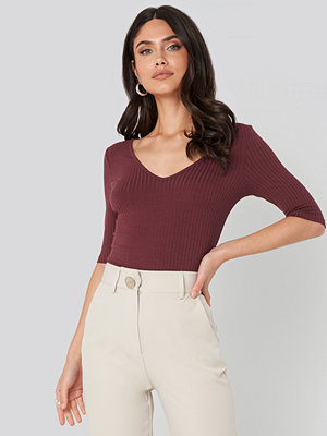 NA-KD Basic Ribbed Short Sleeve V-neck Top lila