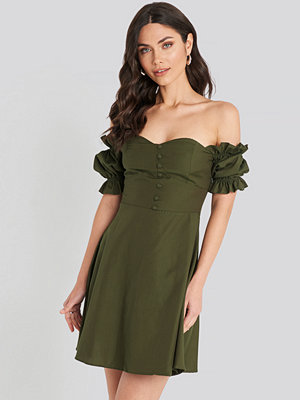 Trendyol Off Shoulder Button Detailed Mini Dress grön