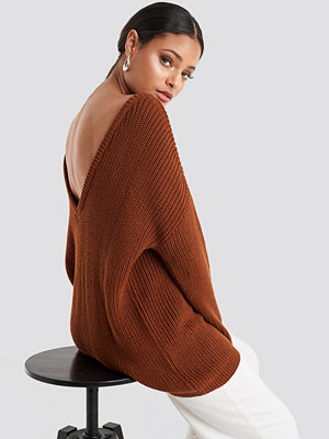 NA-KD Knitted Deep V-neck Sweater brun
