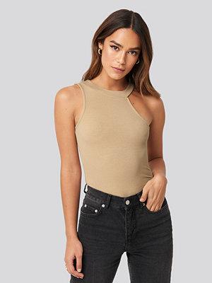 NA-KD Trend Open Strap One Shoulder Sleeveless Top beige