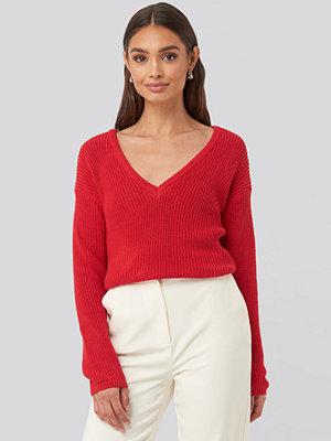 NA-KD Deep Front V-neck Knitted Sweater röd