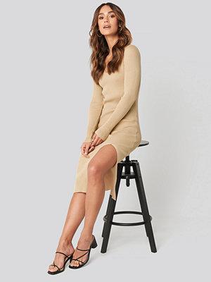 Hanna Weig x NA-KD Front Slit Knit Dress beige