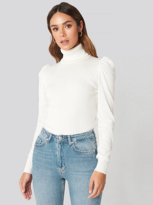 Hanna Weig x NA-KD High Neck Puffy Shoulder Sweater vit