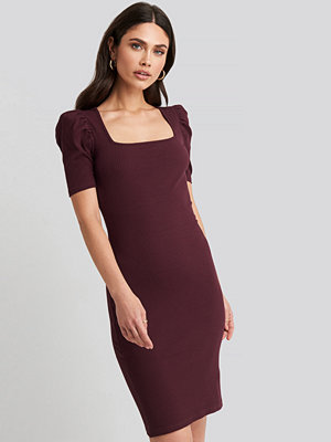 NA-KD Ribbed Puff Sleeve Dress röd