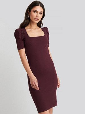 NA-KD Ribbed Puff Sleeve Dress burgundy