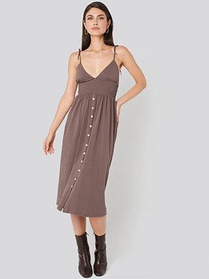 Beyyoglu Button Detailed Cotton Dress brun
