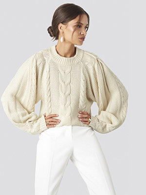 Tina Maria x NA-KD Chunky Cable Knitted Sweater vit